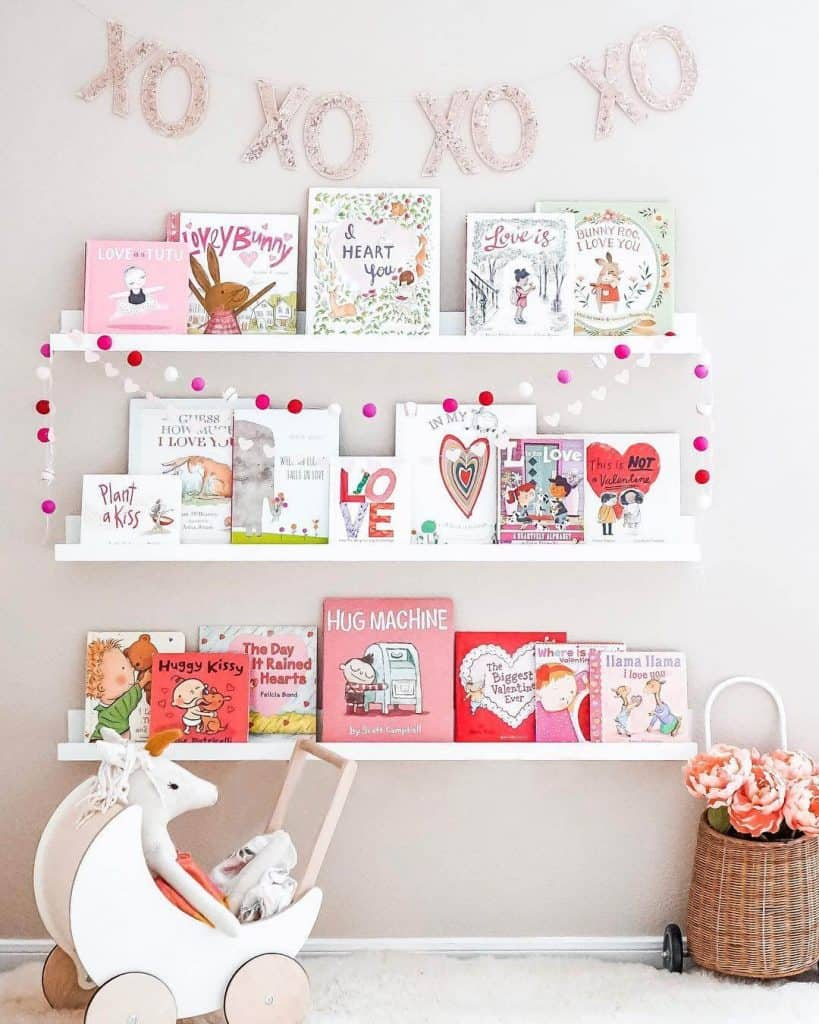 Nursery Ideas | Book storage | Nursery organization